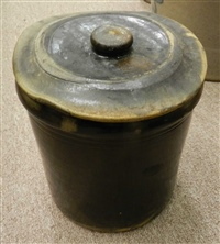 Crock with original lid - not stamped.